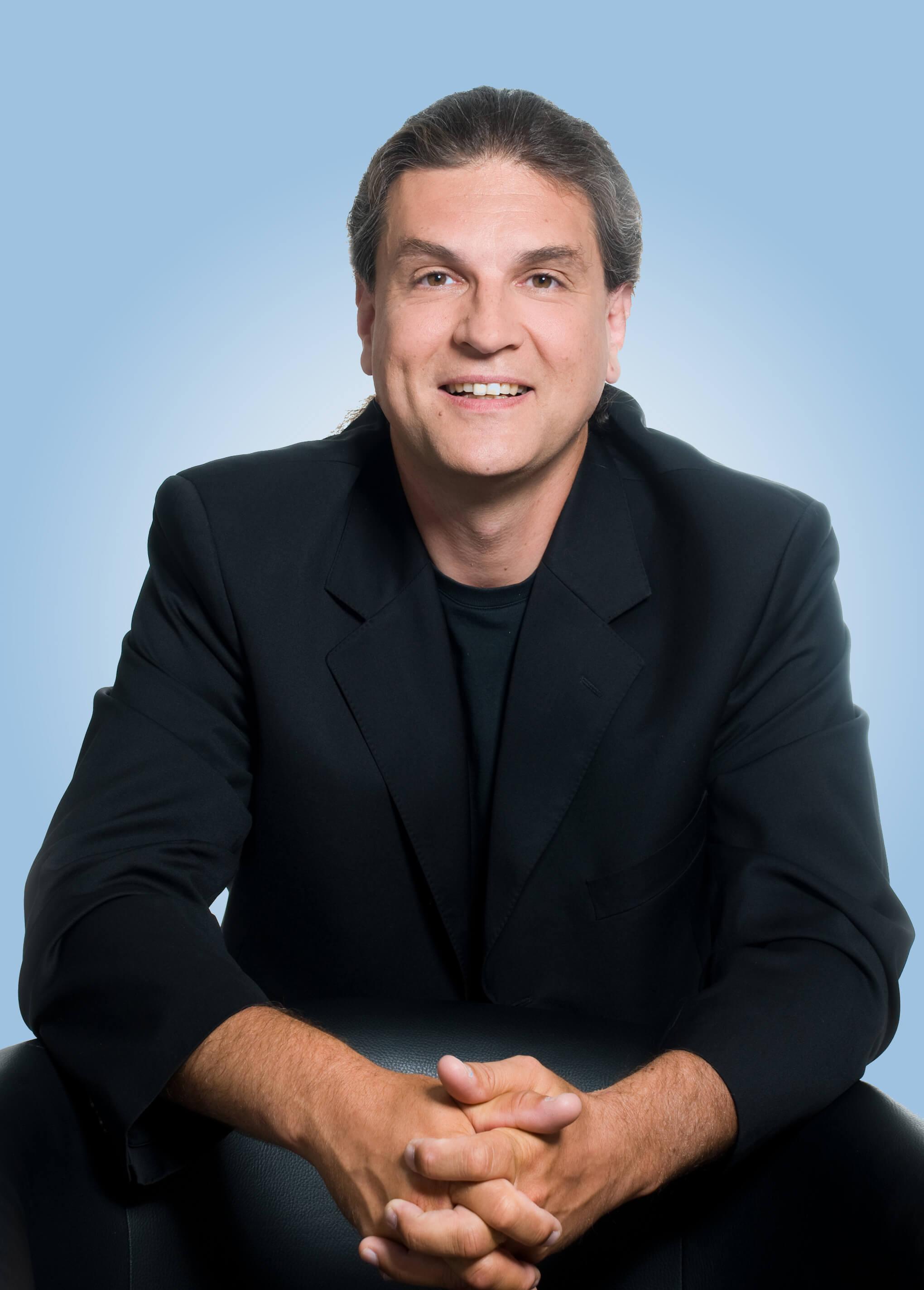 Abb. Arthur Končar, CEO, sitzend